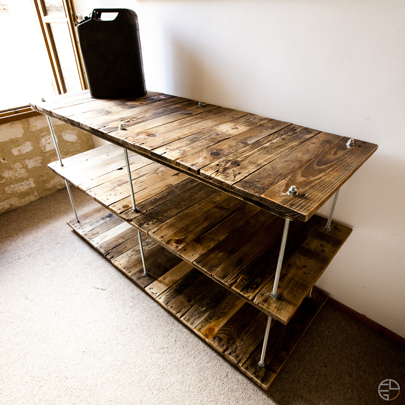 Tag re palette tiges filetees diy removal creation meubles507 aerien ploo - Creation en palette ...